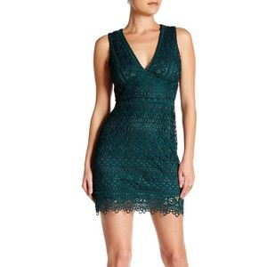 Just Me V-neck sleeveless lace dress